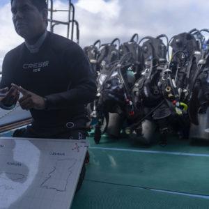 dive briefing academy bay diving galapagos